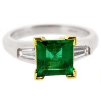 18k Square Emerald solitaire ring with baguette diamond shoulder