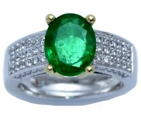 An original and sophisticated emerald solitaire ring