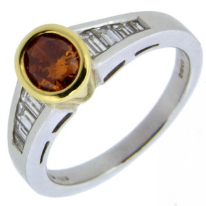 18ct Gold Oval Orange Diamond ring with Diamond Shoulders - Click Image to Close